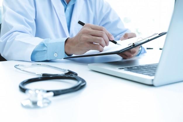 la capacitacion para mejorar la eficiencia clínica tras adoptar un software médico