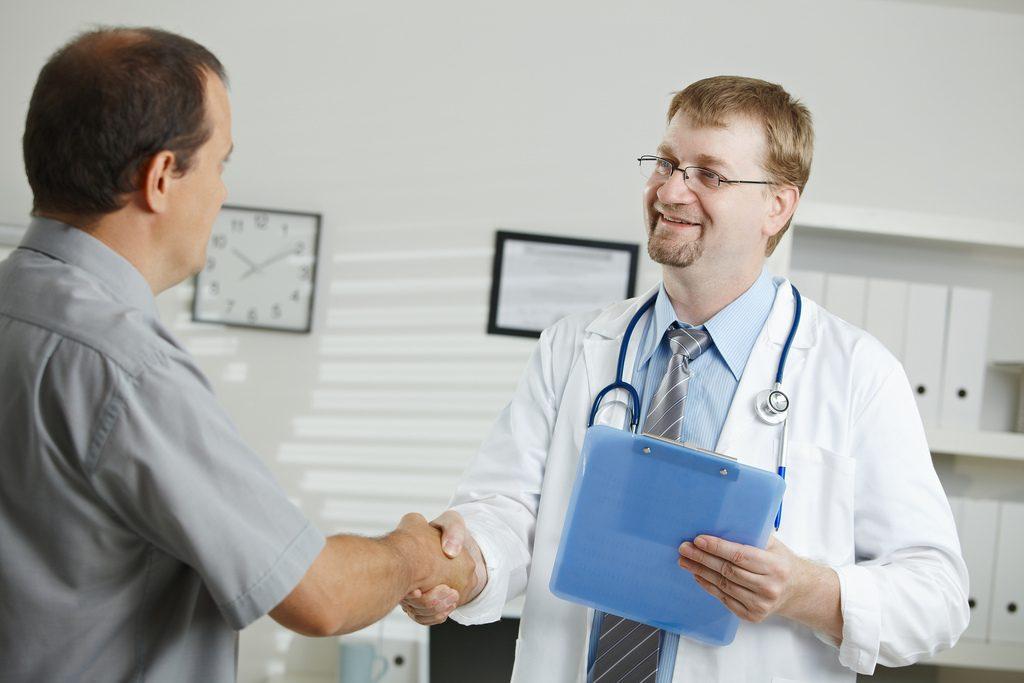 existen varias estrategias exitosas para lograr el compromiso del paciente